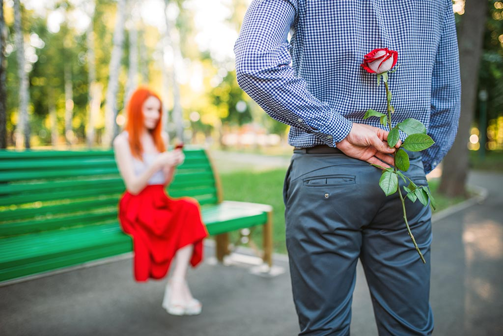How to charm a girl on the first date. 20 Tricks most men forget